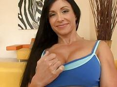 Mature babe gives wild oral-service sex