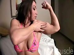 Bodybuilder Brandi Mae is posing and doing a striptease on cam