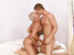Sex Teacher Cecily Showing a Teen Cock How To Fuck a Woman