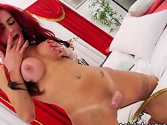 Transsexual Karol amuses oneself jerking off